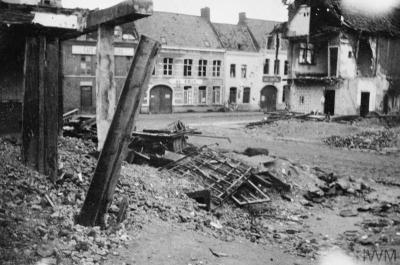 Rue détruite dans Laventie, avril 1915.
