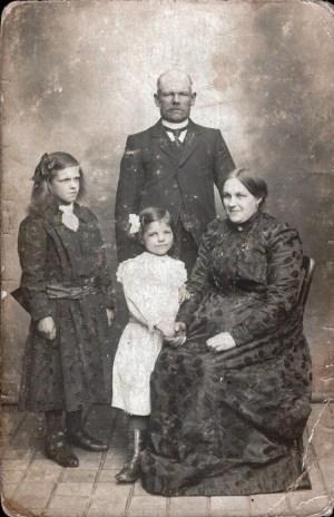 Famille REGNIER vers 1915, La Gorgue