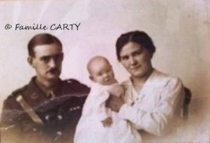 Le soldat britannique Mac CARTHY et sa famille.