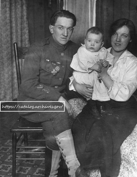 Soldat américain, son épouse française et sa fille, après-guerre